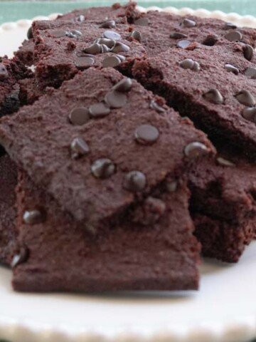 Low carb brownie crisps