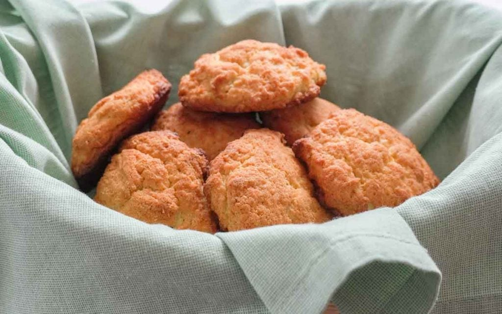 low carb biscuits in basket with green napkin