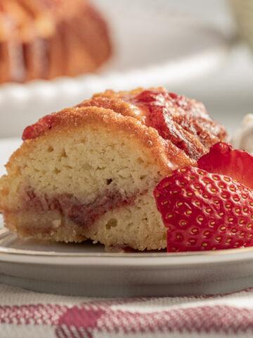 keto strawberry cake on plate